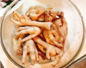泰式百香果泡鸡爪的做法