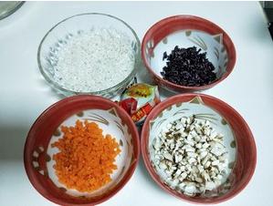 百香果掏空煮糯米饭